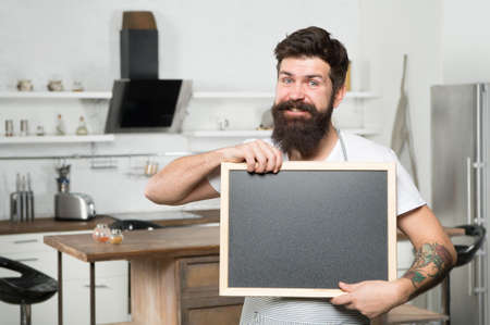 smiling brutal bearded man chef hold blank board for copy space, announcement Zdjęcie Seryjne