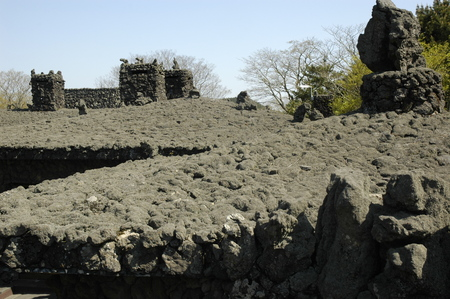 volcanic rock: volcanic rock used for roofs of buildings.