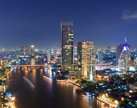 phraya: Chao Phraya escena del r�o en la ciudad de Bangkok, Tailandia, paisaje urbano