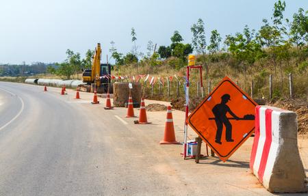 Straßenbarriere an der Straßenbau Standard-Bild