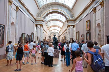 PARIS-AUGUST 18  Visitors at the Louvre Museum, August 18, 2009 in Paris, France