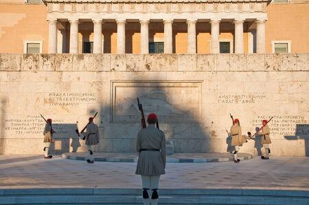 syntagma: Piazza Syntagma e Evzones il 4 agosto 2013, Atene, Grecia