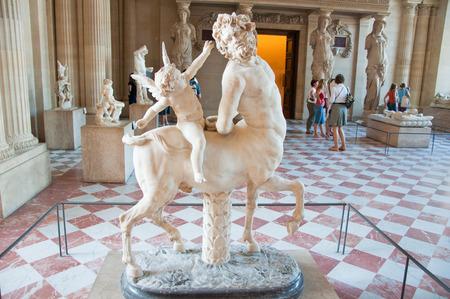 statue grecque: Statue grecque en mus�e du Louvre sur Ao�t 16,2009 � Paris, France
