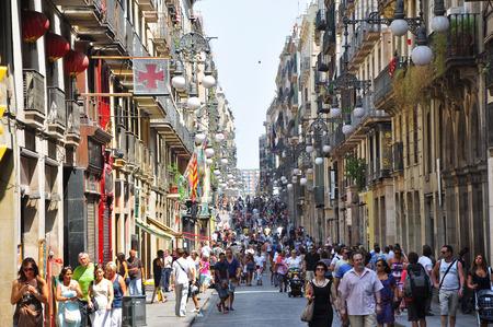 gotico: Calle estrecha en Barcelona, ??el 25 de julio de 2013, de Barcelona, ??Catalu�a, Espa�a