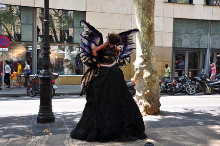 gotico: BARCELONA-JULIO performer 25 la calle en la calle de la ciudad el 25 de julio 2013 en Barcelona