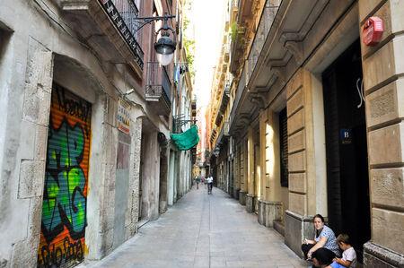 gotico: BARCELONA-13 de agosto Calle estrecha en el Barrio G�tico de Barcelona