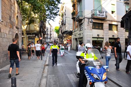 merce: BARCELONA-JULY 25 Breathtaking street performance on July 25, 2013 in Barcelona