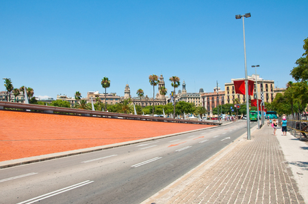The road leading from Port Vell to Barcelonetaon