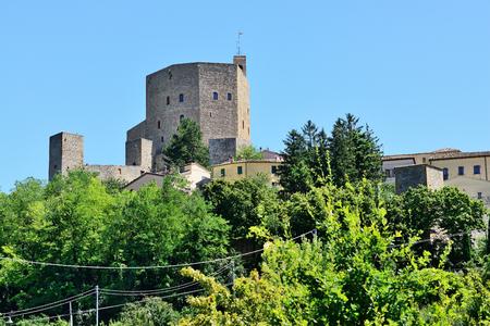 Montefiore Conca, vue sur le château médiéval, (près de Rimini Monte Titano et Saint-Marin), Émilie-Romagne, Italie.