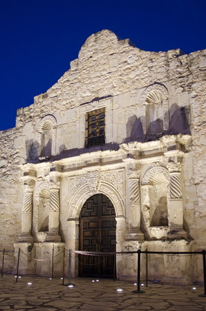 The Alamo in San Antonio, Texas was built as a mission for Spanish missionaries to convert and educate local Indians.  First built in 1744, the church and its surrounding grounds and buildings have long been known for the heroic battle that took place her Stock fotó