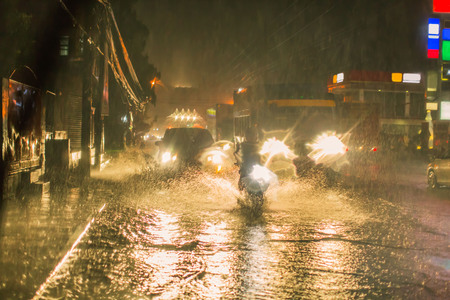 Philippine hard rain in a cyclone low-pressure area, flooded streets traffic accidents delay 版權商用圖片