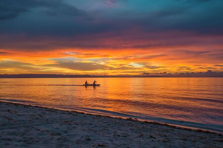 Kayaking silhouette in sunset dusk a sport recreation in a idyllic nature Scene 版權商用圖片