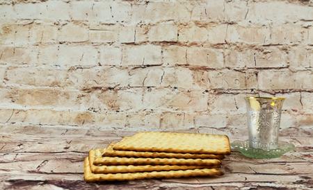 pan y vino: vino vino y matzoh Pascua judía pan de Pascua Pascua matzo