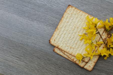 pesaj: Pascua matzo con Pesaj y Pascua jud�a pan matzoh Foto de archivo