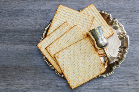 Pesach matzo passover with wine and matzoh jewish passover bread Banco de Imagens