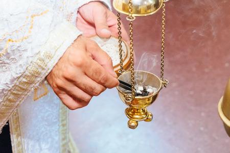 żar Kościół rite foog Kapłan śpiewa w chrześcijańskim kazania