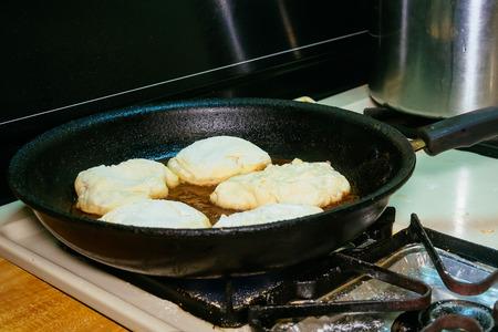 cooking deep fried meat pies frying Tat Reklamní fotografie