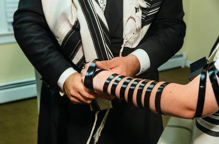 Jewish Torah at Bar Mitzvah Bar Mitzvah Torah reading 스톡 콘텐츠