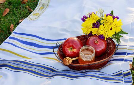 hashana: Jewish holiday Jewish new year. Rosh Hashana apples, honey and pomegranates on a dark wood background, traditional food for the Jewish new year. Rosh Hashana. selective focus on the middle of the honey Stock Photo