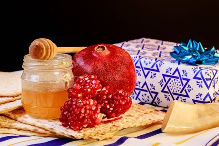 rosh hashanah jewish holiday passover jewish matzoh bread holiday matzoth celebration