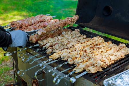 Grilled meat roasted skewers barbecue. Barbeque churrasco meat background. Appetizing meat roasted BBQ grill. Banco de Imagens