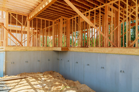 Home Under Construction Close Up with Blue Sky New construction home framing Archivio Fotografico