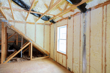 Attick loft insulation partly isolated wall Heat isolation in a new house Archivio Fotografico