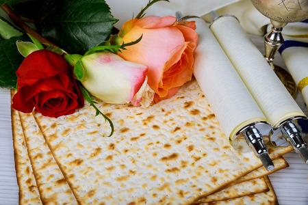 Pesah célébration concept vacances de printemps juif de la Pâque, livre traditionnel avec texte en hébreu: Pessah Haggadah Pessover Tale
