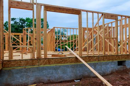 Construction résidentielle accueil encadrement vue sur nouvelle maison en bois en construction