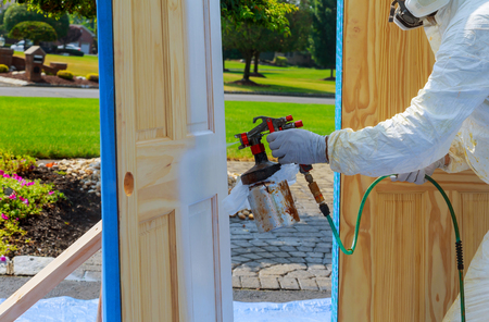Master painting wood doors with spray gun processing painting base door house Banque d'images
