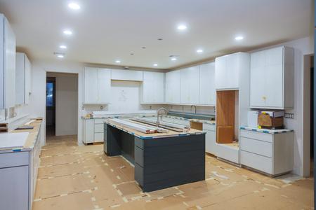 Interior design construction of kitchen with cabinet maker installing custom Stockfoto