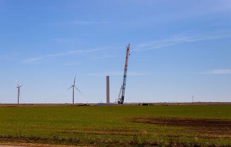 Elektrische Windkraftanlage Windmühle eine zusammenbauende Turbine eine Nahaufnahme