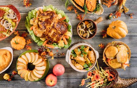 Roasted turkey garnished with many dishes on wooden table. Thanksgiving Day. Stockfoto