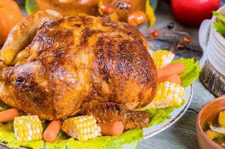 Thanksgiving dinner with roasted turkey garnished with corn and carrots. Stockfoto