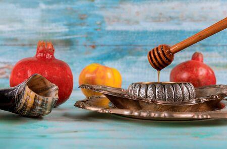 Jewish Holiday Yom Kippur and Rosh Hashanah honey and apples with pomegranate traditional symbols Banco de Imagens