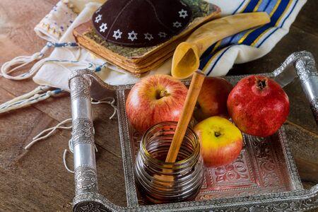 Honey, apple and pomegranate for traditional holiday symbols Yom Kippur and Rosh Hashanah jewish holiday Banco de Imagens