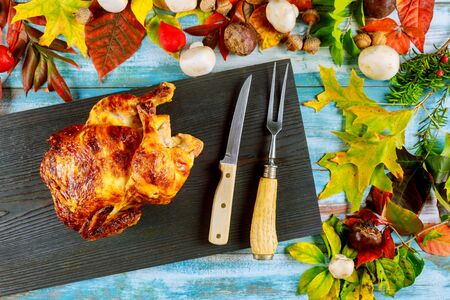 Homemade Thanksgiving diner juicy crispy roast chicken ready to serve table Stok Fotoğraf