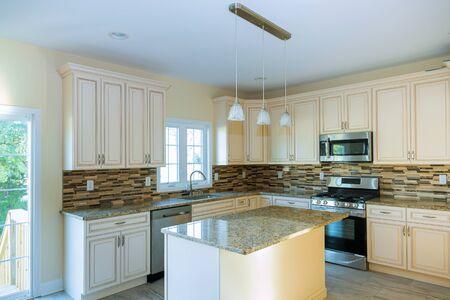 Kundenspezifische Küche in verschiedenen Einbauunterschränken Küchenumbau
