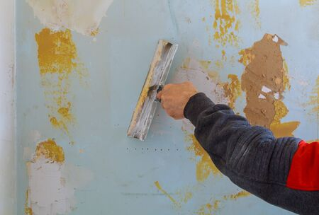 Man worker using builders first layer of a putty gypsum plaster for wall Standard-Bild