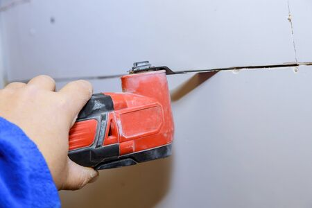 Wall cutting cordless oscillating multi function power tool