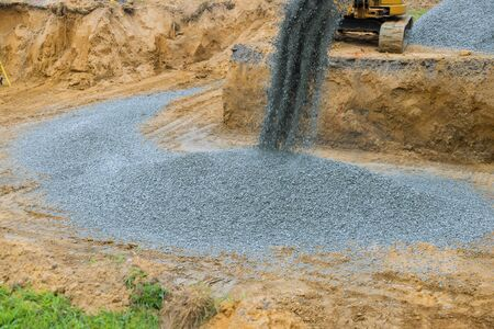 Foundation of the house moving gravel excavator in the construction works 版權商用圖片