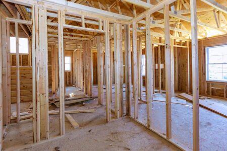 Poutre de charpente intérieure de nouvelle maison en construction construction de poutres de charpente