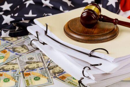 Justice lawyers desk judge's hammer, file folder law office working law document Standard-Bild