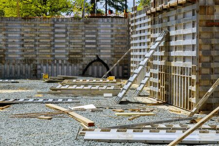 Installation of formwork under the foundation of a new house of a removable timbering.