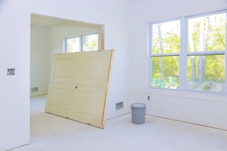 Construction of new house for the in a room waiting for installation interior doors Standard-Bild