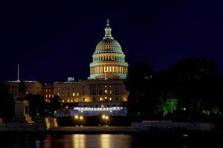 Panoramic of the Capital of the United States with the capital pool in light United States landmark. Foto de archivo