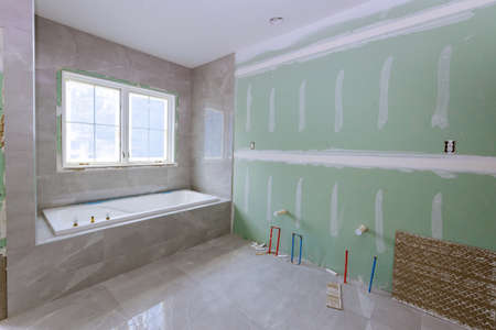 Under construction new bathtub remodeling a home bathroom, plumbing pipe system for new sinks Banque d'images