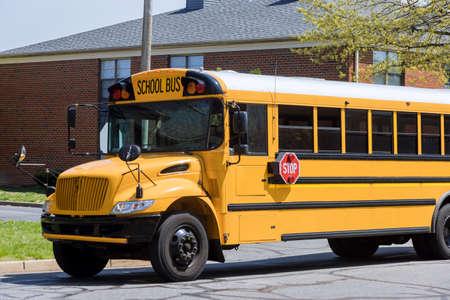Yellow school bus for children educational transport on the street Stockfoto