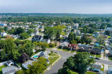 Aerial view modern residential district in American town, residential neighborhood in Sayreville NJ USA 免版税图像
