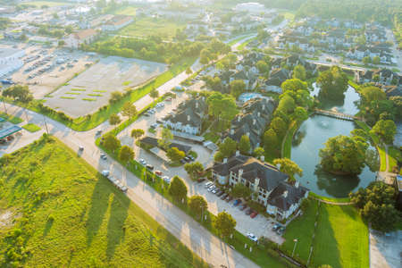 Houston , Texas aerial view above the morning sunshine on west side with apartment complex 免版税图像